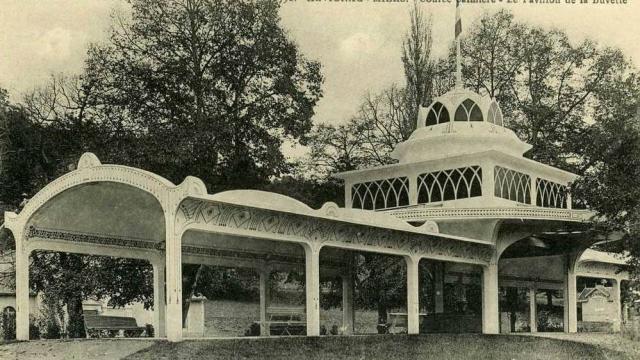 Source Salmiere La Pavillon De La Buvette